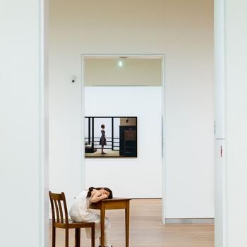 Jos Didden, slapend meisje in museum